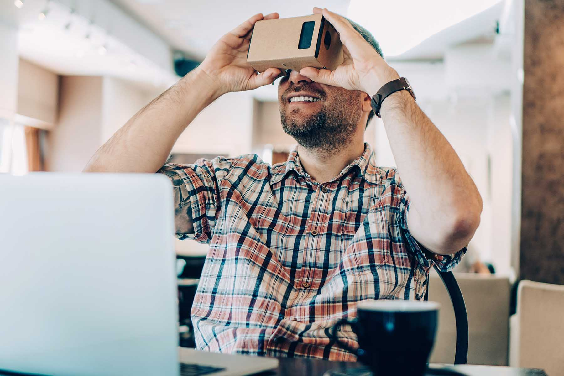 How to Make Your Own Virtual Reality Headset