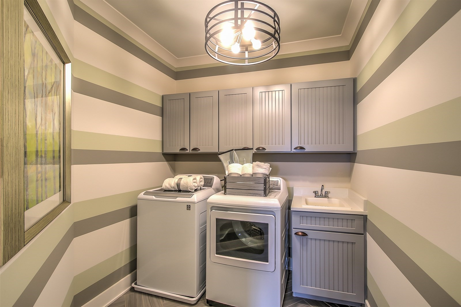 Brentwood Laundry Room