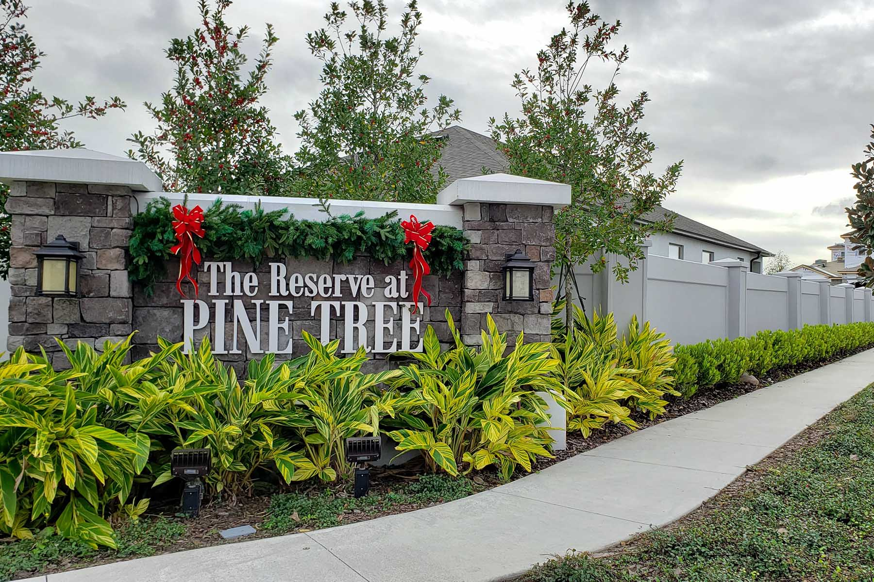 Reserve at Pine Tree Entrance