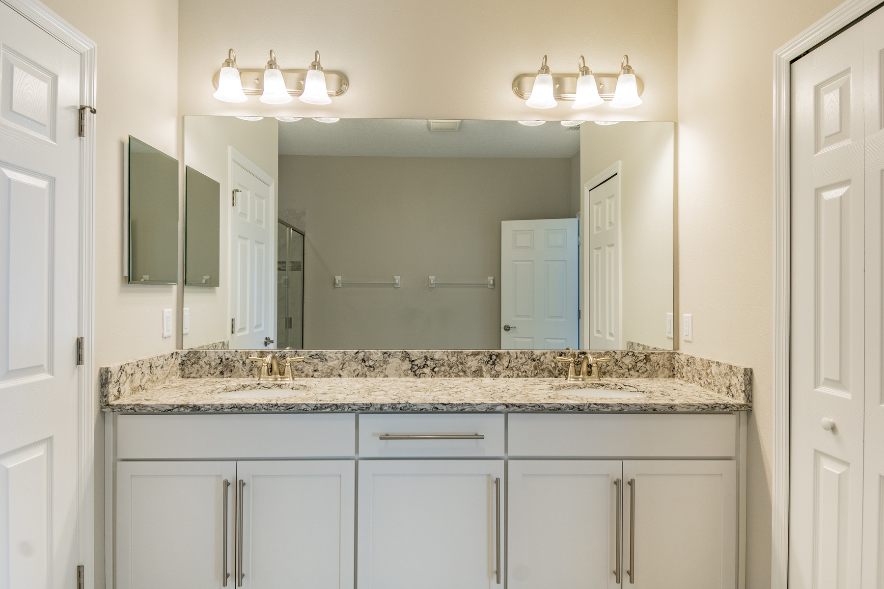 ideas to decorate a bedroom 18932 beautyberry court lutz fl 33558 m i homes 18932 | L764z27MasterBathroom3