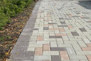 Here Are the Do's and Don'ts of Brick Paver Driveways and Walkways