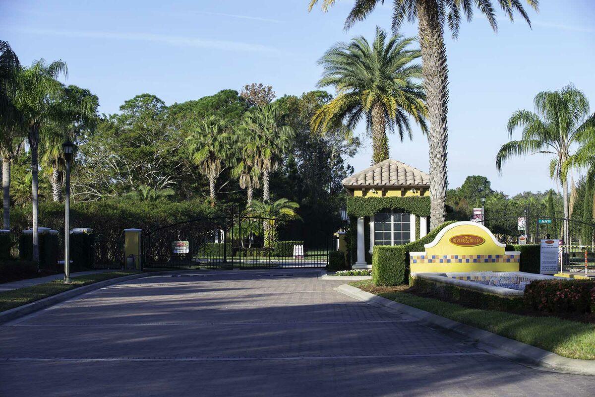 Riviera Bella Entrance