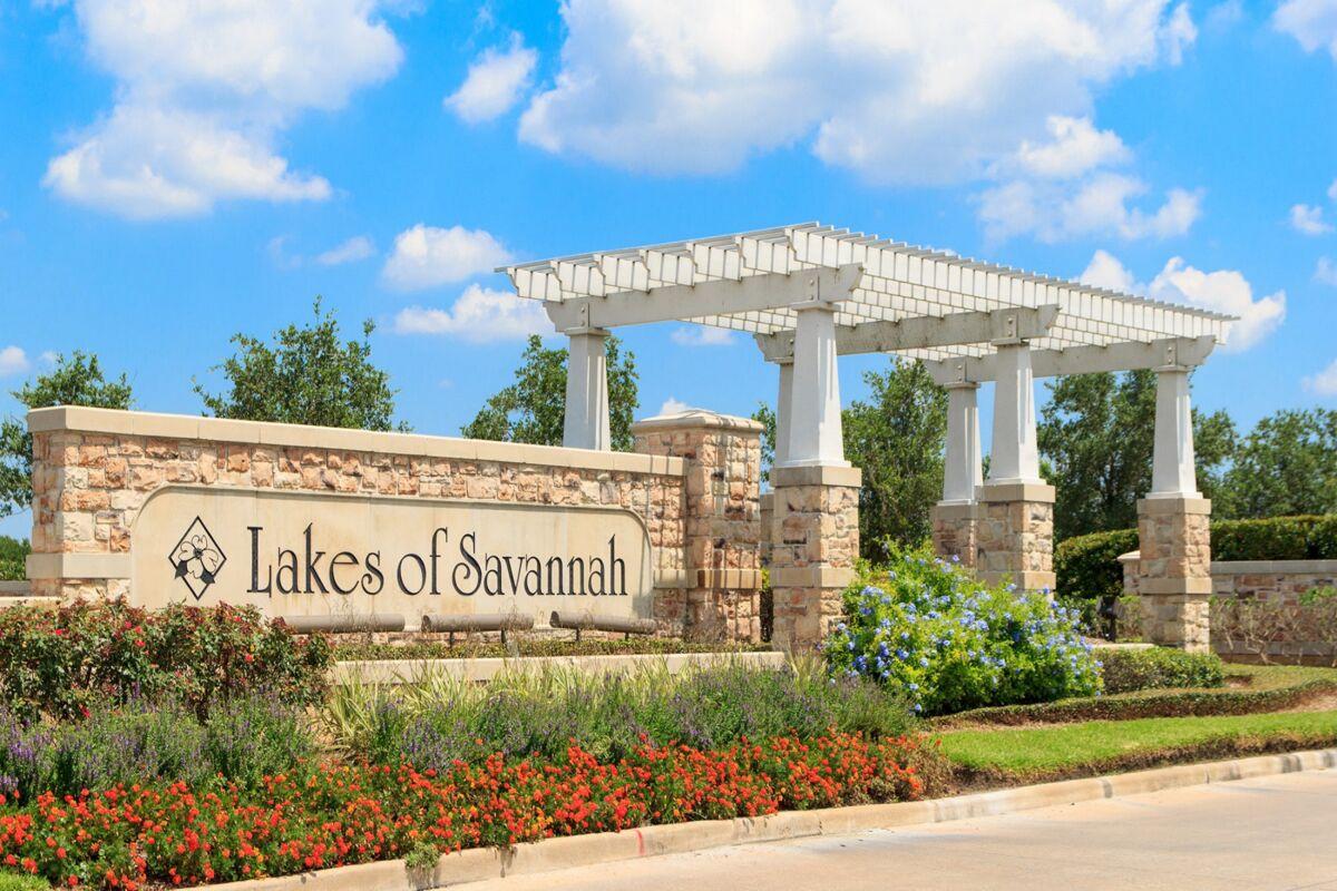 Lakes of Savannah Entrance