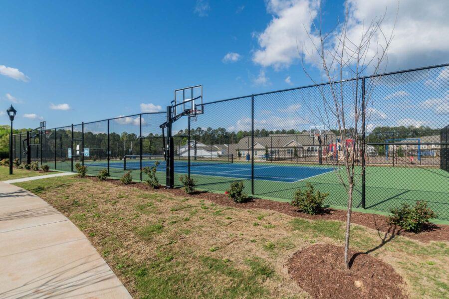 Ellis Crossing Townes Tennis Court