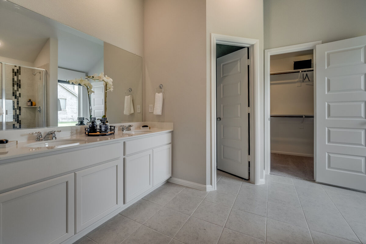 Light Farms - Sweetwater Smart Series Owner's Bathroom