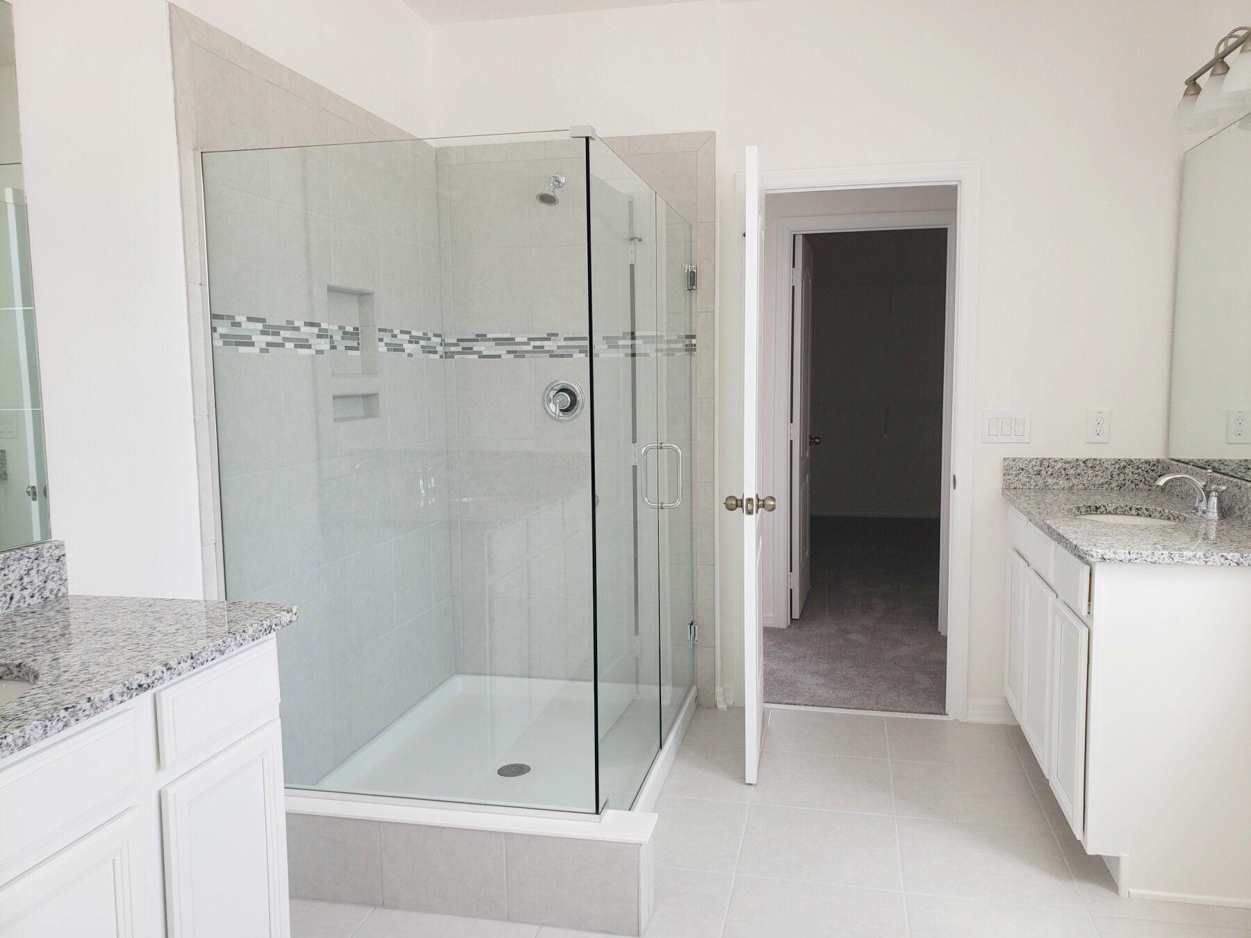 Bungalow Series Owner's Bathroom