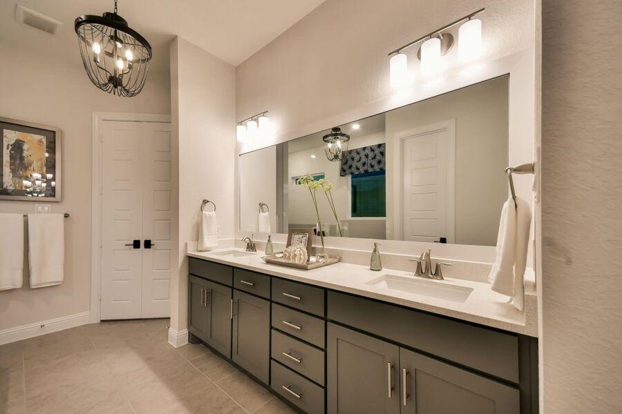 Bridgeland Owner's Bathroom